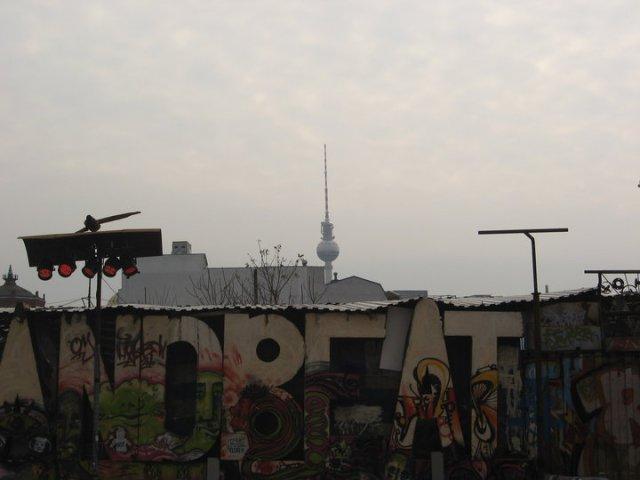 Berlino, Fernsehen Turm vista da Tacheles Kunst Halle